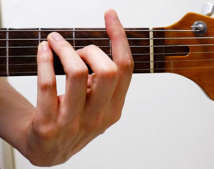 指の広げ方:F
