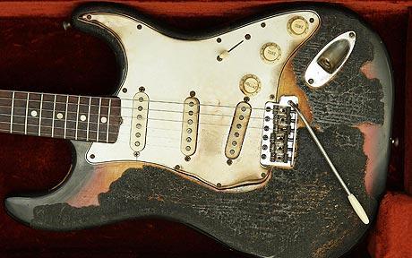 右利き用ギターの弦を張り替えて使う